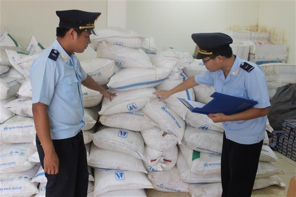 Hải quan Quảng Trị tạm giữ 3,2 tấn đường vô chủ