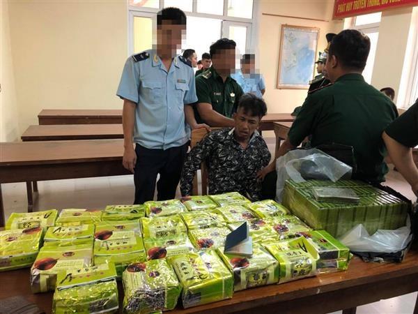 Hải quan Hà Tĩnh: Bắt 52 bánh heroin, 25 kg ma túy đá