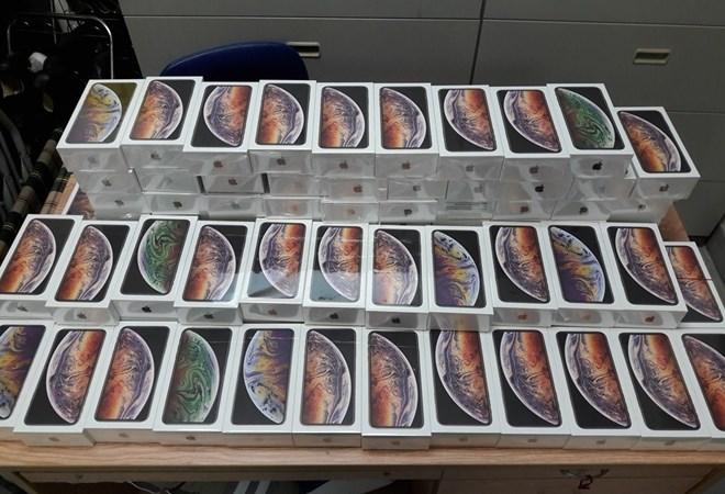 Xác minh lô hàng gần 1.200 điện thoại iPhone vận chuyển về sân bay Nội Bài