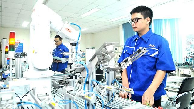 Nghiên cứu và chuyển giao khoa học công nghệ từ trường đại học đến doanh nghiệp