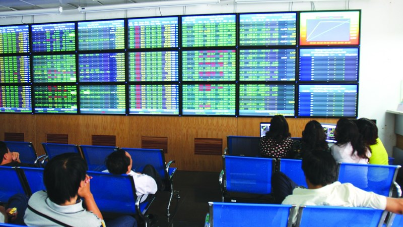Lực mua dồn dập, VN-Index tăng gần 9 điểm