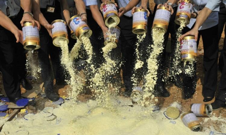 10 năm sau bê bối sữa bẩn, ngành sữa Trung Quốc vẫn đang vật lộn để lấy lại niềm tin