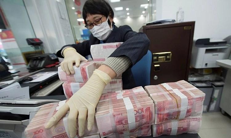 Trung Quốc tiêu hủy tiền giấy ngăn virus Corona