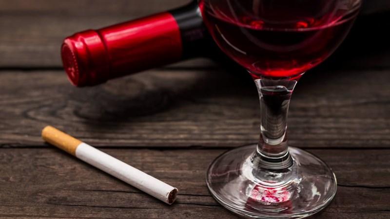 Phạt đến 140 triệu đồng nếu quảng cáo thuốc lá, rượu từ 15 độ trở lên