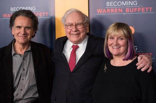 Warren Buffett làm gì để con ngoài 20 tuổi mới biết nhà mình giàu