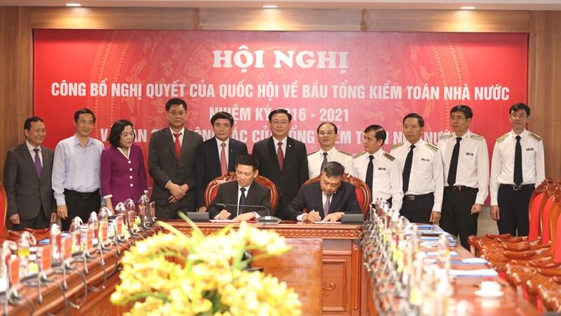 Bộ trưởng Bộ Tài chính và Tổng Kiểm toán Nhà nước ký bàn giao nhiệm vụ công tác