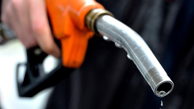 Giá xăng đồng loạt tăng mạnh hơn 1.000 đồng/lít