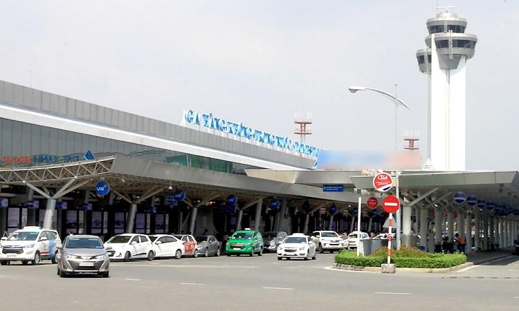 Ôtô vào sân bay đón trả khách sẽ không mất phí