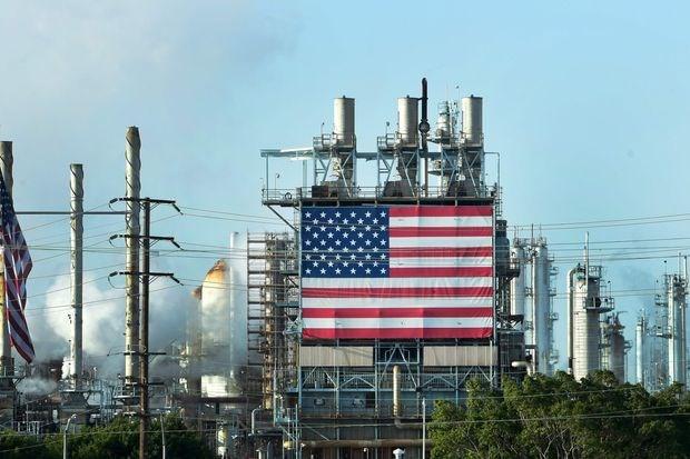 Nạn nhân của cuộc khủng hoảng kép COVID-19 và dầu lửa
