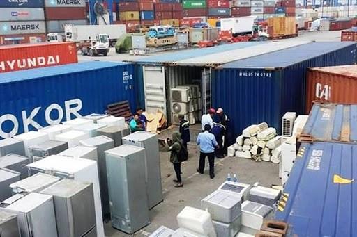 Mạnh tay xử lý container hàng phế liệu