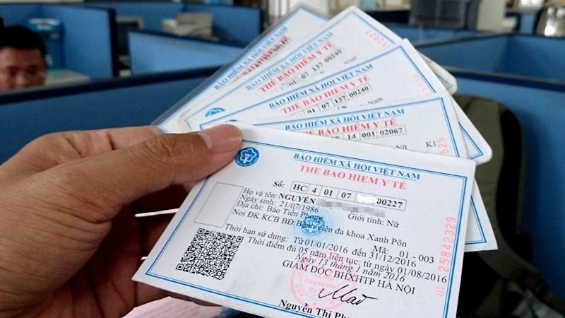 Tặng thẻ BHYT cho người có hoàn cảnh khó khăn của 08 tỉnh