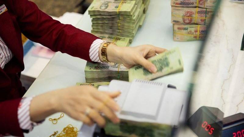 Đi mua nhà, người Việt Nam vẫn cầm theo vàng và tiền mặt