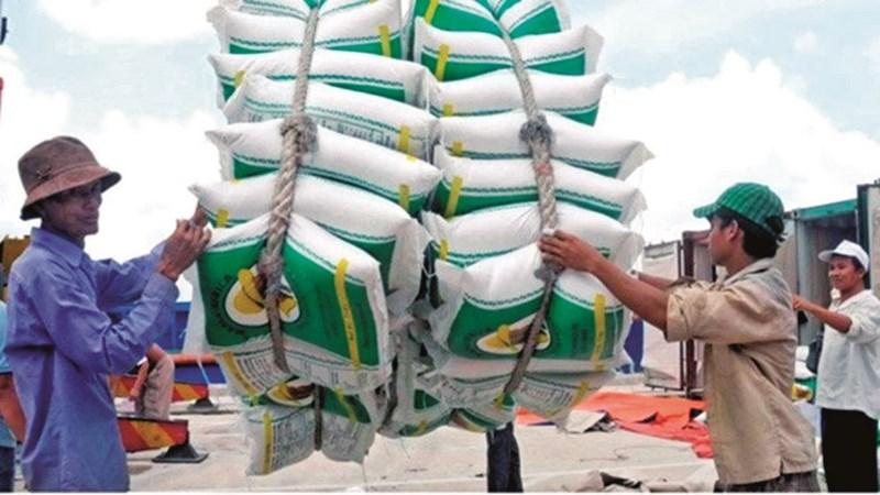 Lấy lại thị trường cho hàng Việt