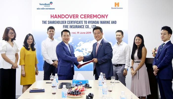VBI trao chứng nhận sở hữu cổ phần cho Công ty Bảo hiểm Huyndai Marine & Fire