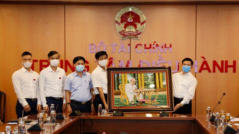 Bộ trưởng Hồ Đức Phớc gặp mặt cán bộ, phóng viên, biên tập viên, người lao động Tạp chí Tài chính