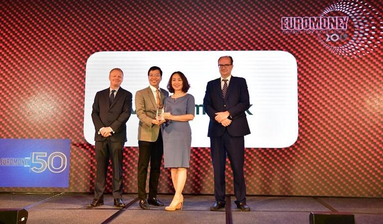"""Vietcombank lần thứ 5 nhận giải """"Ngân hàng tốt nhất Việt Nam"""" từ Tạp chí Euromoney"""
