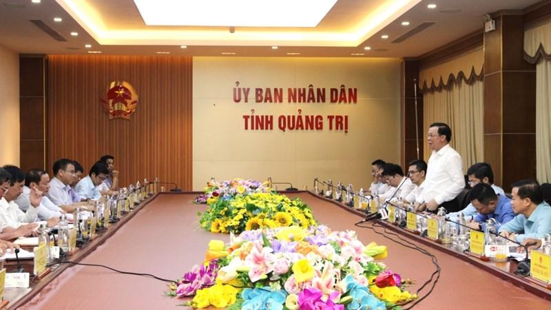 Chùm ảnh Bộ trưởng Đinh Tiến Dũng làm việc tại 4 tỉnh miền Trung