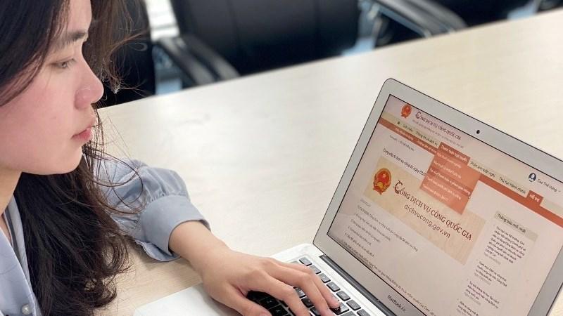 Bộ Tài chính khuyến khích giải quyết thủ tục hành chính qua dịch vụ công trực tuyến, bưu chính công ích
