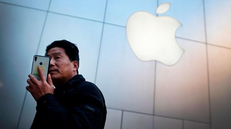 Cổ phiếu Apple và các hãng chip lao dốc sau tuyên bố của ông Trump