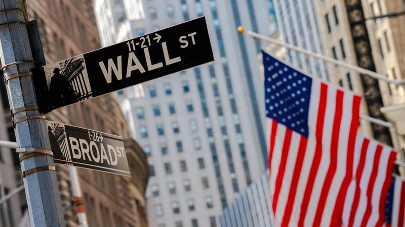 Tổng thống Trump bất ngờ nói ủng hộ gói hỗ trợ tài khóa, Dow Jones tăng 530 điểm