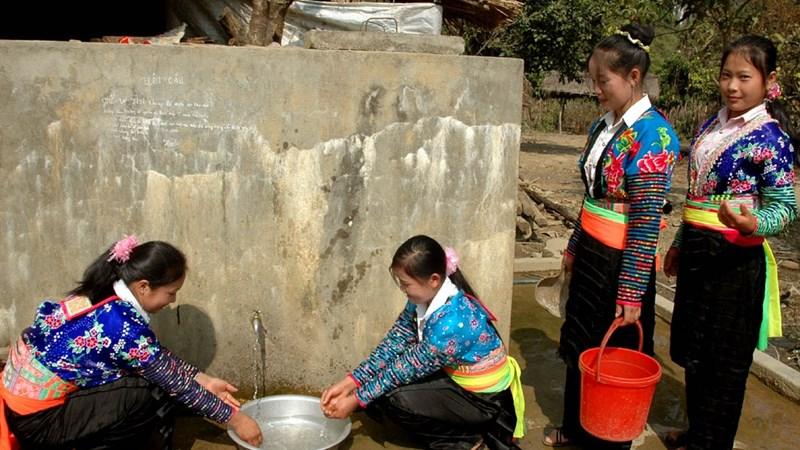 Trợ cấp tiền mua, vận chuyển nước sạch cho công chức vùng đặc biệt khó khăn