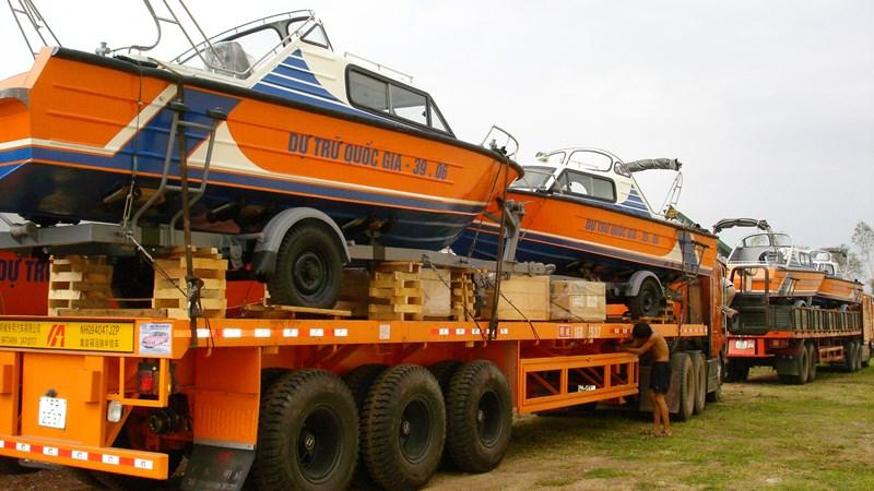 Khẩn trương xuất cấp trang thiết bị dự trữ hỗ trợ miền Trung ứng phó với bão lũ
