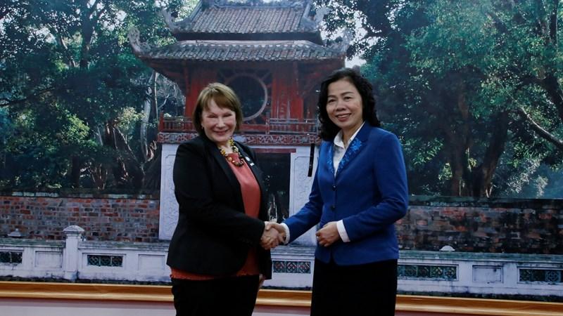 Thứ trưởng Bộ Tài chính Vũ Thị Mai làm việc với Giám đốc quốc gia USAID tại Việt Nam