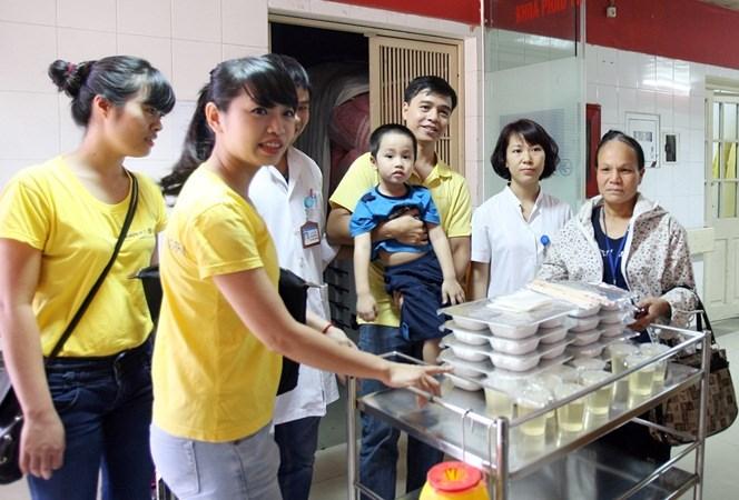 """Chứng khoán Bảo Việt mang """"Suất cơm từ thiện"""" đến với bệnh nhân nghèo"""