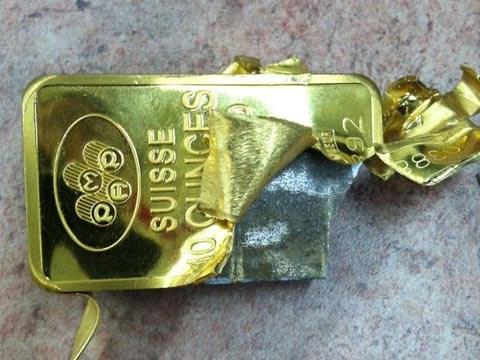 Cầm vàng giả lấy tiền tỉ
