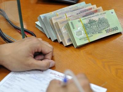 Khách hàng đang lép vế trong hợp đồng với ngân hàng