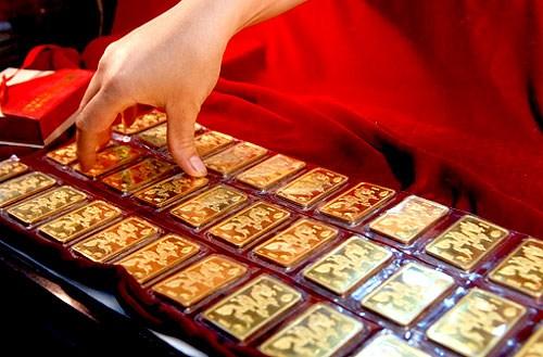 Dân Nhật đổ xô đi mua vàng
