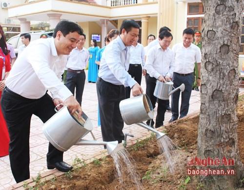 Phó Thủ tướng Vương Đình Huệ dự Lễ đón nhận danh hiệu nông thôn mới của Thị xã Thái Hòa