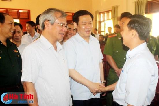 Phó Thủ tướng Vương Đình Huệ tiếp xúc cử tri huyện Kỳ Anh