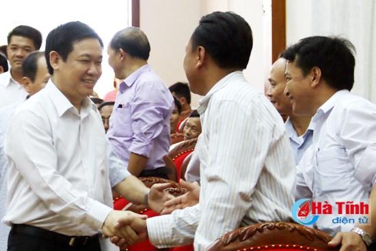 Phó Thủ tướng Vương Đình Huệ tiếp xúc cử tri huyện Cẩm Xuyên