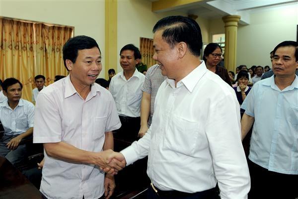 Bộ trưởng Đinh Tiến Dũng tiếp xúc cử tri huyện Hoa Lư và Bộ Chỉ huy Quân sự tỉnh Ninh Bình