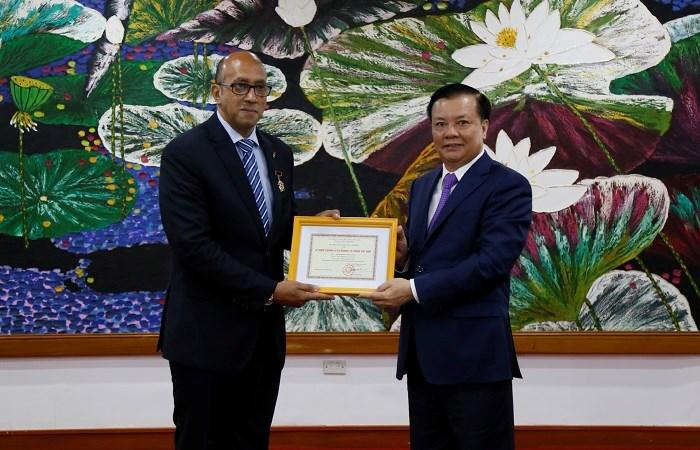Việt Nam sẵn sàng chia sẻ kinh nghiệm, hỗ trợ Cuba trong lĩnh vực tài chính