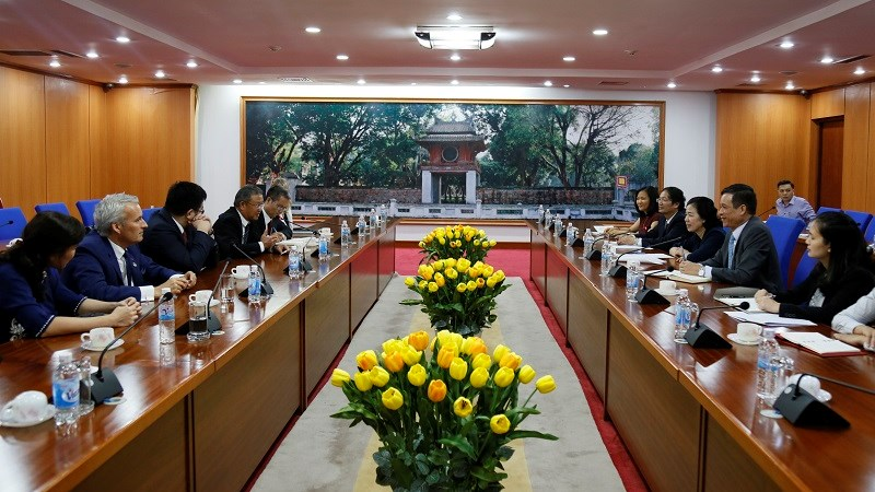 Khuyến khích AIA mở rộng đầu tư vào thị trường bảo hiểm Việt Nam