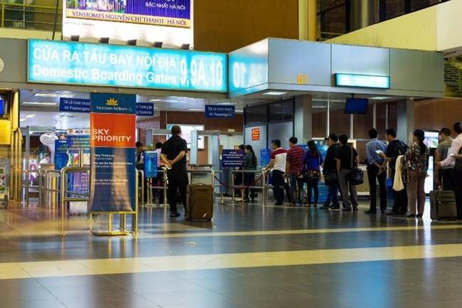 Các hãng hàng không phải phục vụ ăn, uống khi delay quá 2 giờ