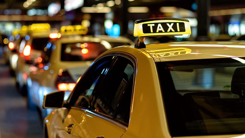 Taxi chạy đua hạ giá cạnh tranh