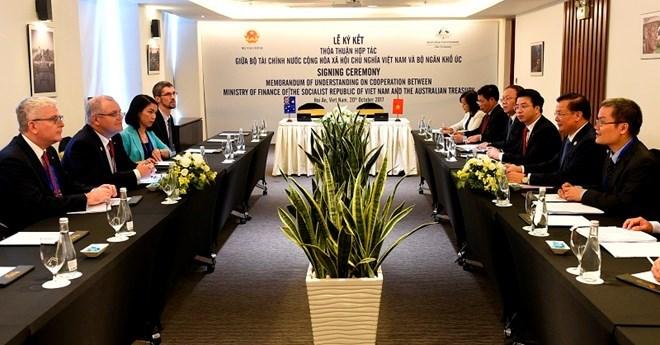 Hoạt động của Bộ trưởng Đinh Tiến Dũng trước thềm Hội nghị Bộ trưởng Tài chính APEC 2017