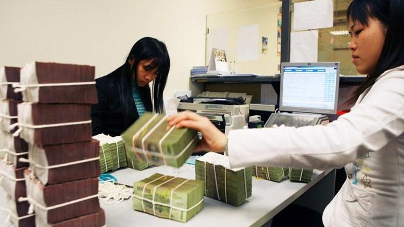 Tín dụng ngân hàng nhóm dưới tăng vọt: Mừng hay lo?