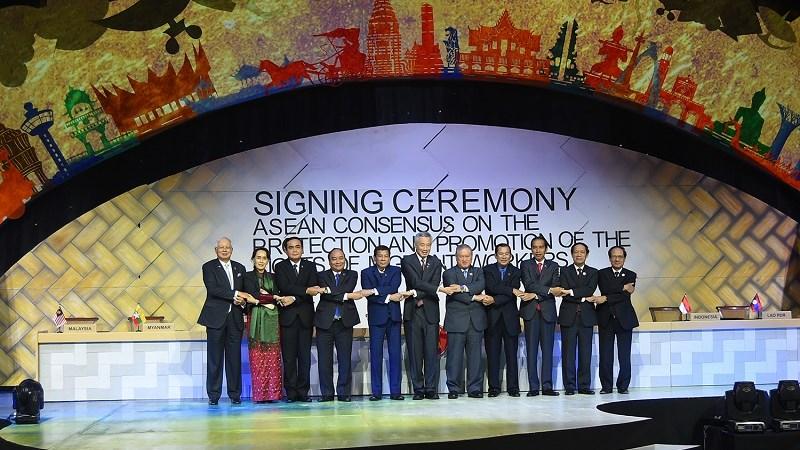 Thủ tướng Nguyễn Xuân Phúc kết thúc chuyến tham dự ASEAN-31