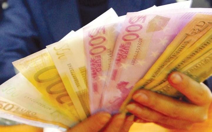 Euro tăng giá, ai được lợi?