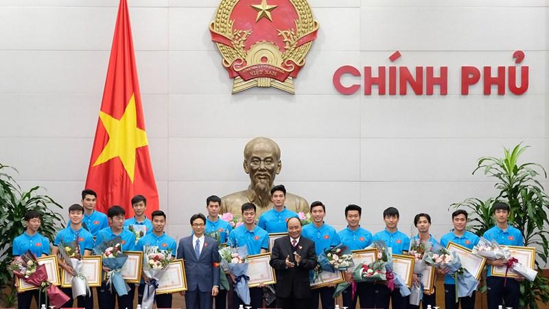 """Thủ tướng Nguyễn Xuân Phúc: """"U23 đã vô địch trong 90 triệu con tim người Việt Nam"""""""