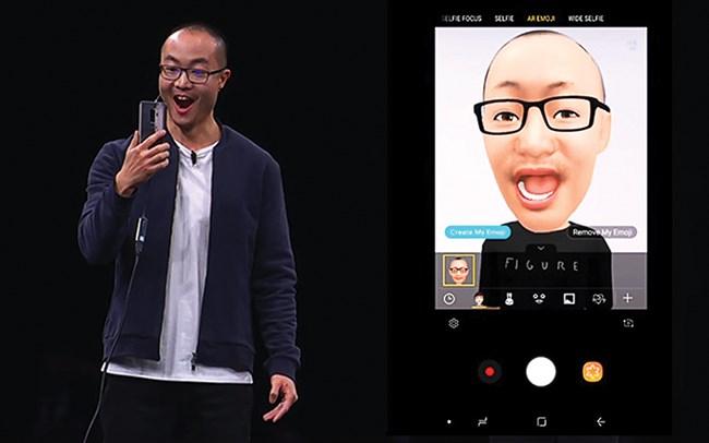 """Cạnh tranh bằng """"mặt cười"""" trên smartphone"""