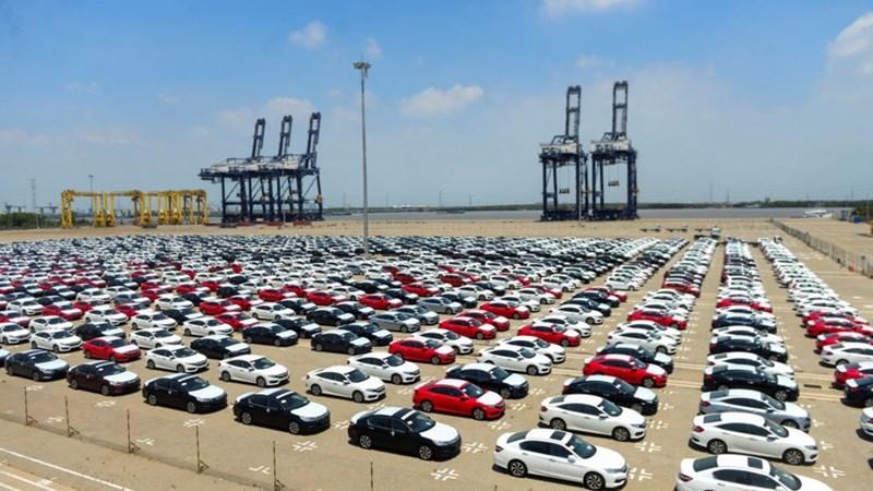 Trong 1 tuần, cả nước nhập khẩu tới 1.335 ô tô nguyên chiếc