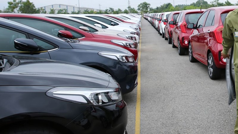 Thị trường ô tô tiếp tục ảm đạm