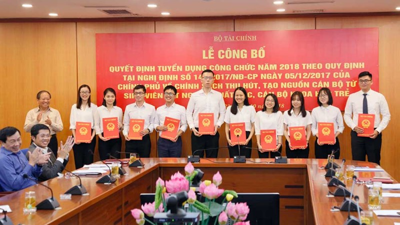 Bộ Tài chính công bố 39 công chức trúng tuyển theo chính sách thu hút nhân tài