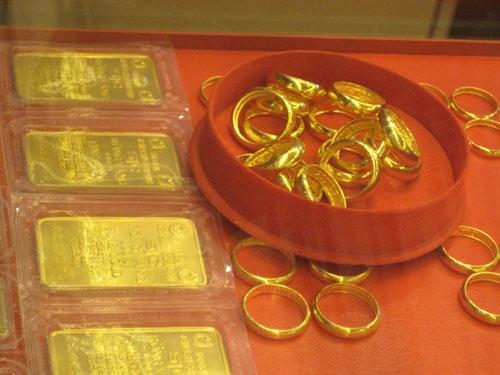 """Vàng miếng bị """"siết"""", chuyển sang vàng nhẫn"""