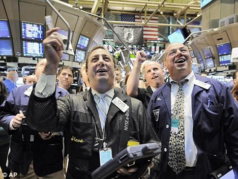 Đảo chiều ấn tượng, Dow Jones và S&P 500 xây đỉnh mới 5 năm